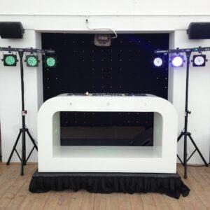 drive in set op podium met led verlichting voor verhuur