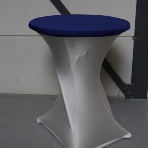Statafel met witte tafelrok en blauwe tafelhoes verhuur