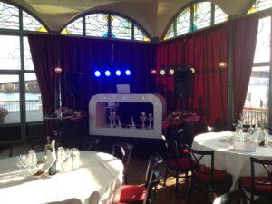 DJ-booth in hoek verhuur drive in set