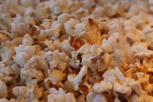 popcorn uit een popcornmachine huur