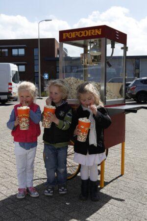 retro popcorn machine met drie kinderen verhuur