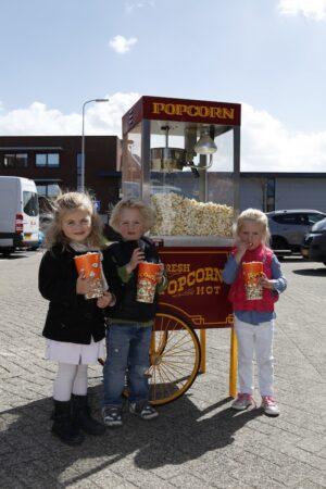 retro popcorn machine met drie kinderen te huur