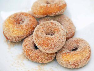 Gesuikerde mini-donuts