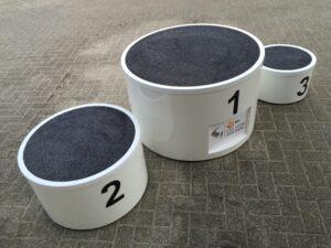 Luxe erepodium rond 1-2-3 met tapijt huren