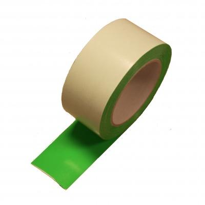 Dubbelzijdig tape ten behoeve van een groene loper bij allinpartyverhuur