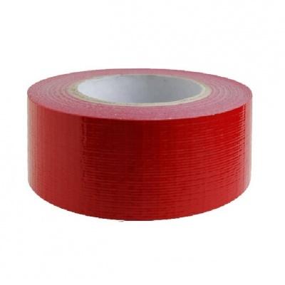 Rode gaffer tape ten behoeve van een groene loper bij allinpartyverhuur