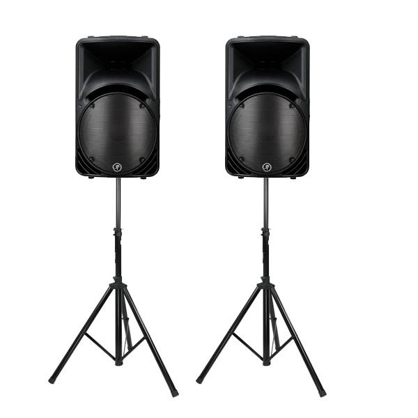 mackie geluidsset van twee speakers op statieven die gehuurd kan worden, geluid voor ongeveer 150 personen